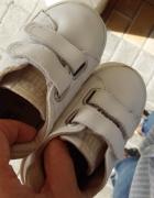 Miekkie buty sportowe 21
