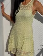 żółta sukienka z koronki