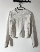 Beżowy sweterek z warkoczem......