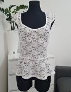 koronkowa biała bluzka z baskinką Tally Weijl