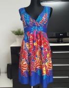kolorowa sukienka w kwiaty Mela Loves London...