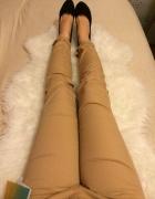 Bershka cygaretki kremowe beżowe rurki spodnie