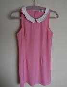 Różowa sukienka z białym kołnierzykiem...