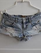 spodenki jeansowe z przetarciami
