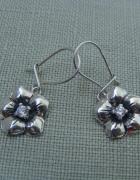 Kolczyki srebrne kwiatki z cyrkonią