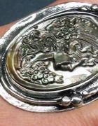 Unikatowy pierścionek muszla rzeźbiona