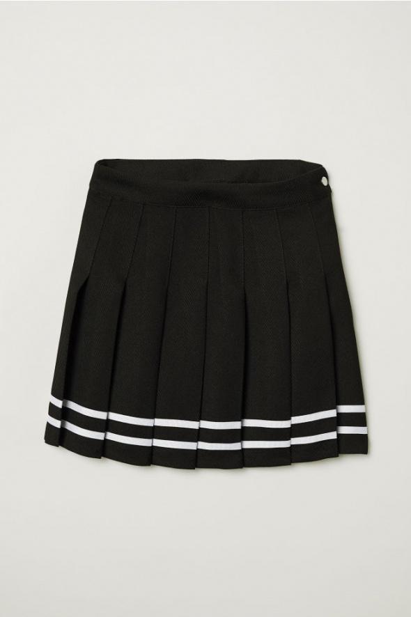 Krótka spódnica z zakładkami...