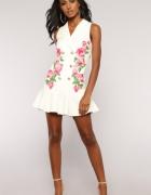 Biała Sukienka kwiaty