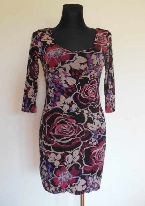 Miso sukienka obcisła mini czarna w kwiaty floral...