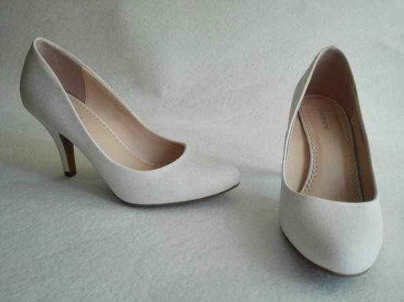 Czółenka damskie Graceland DEICHMANN białe 37 Ślub w Buty
