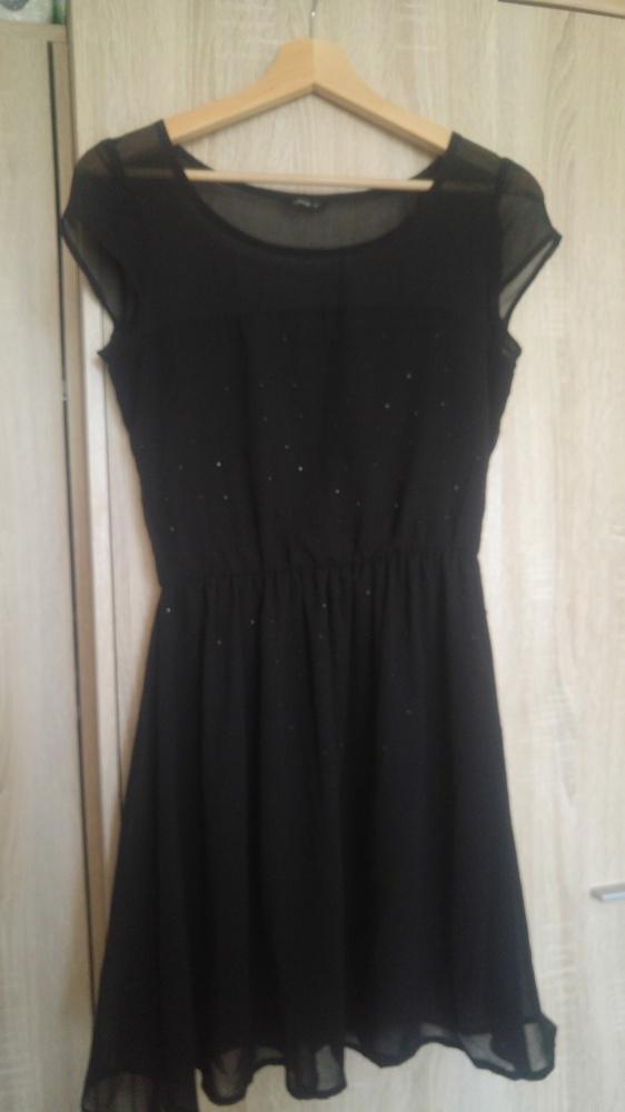 Czarna sukienka z koralikami...