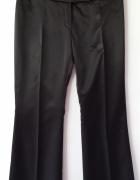 czarne spodnie satynowe Next z kantem...