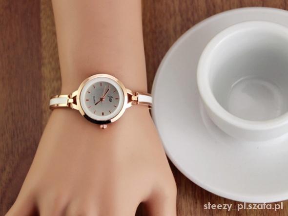 Elegancki srebrny zegarek na cienkiej bransolecie