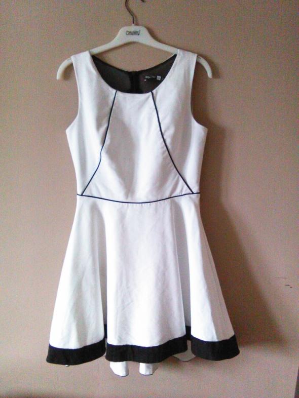 477edb5085 Suknie i sukienki Why Not biała sukienka rozkloszowana asymetryczna