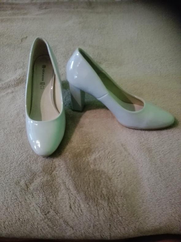 Czółenka Szare lakierkowe pantofelki