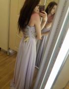Fioletowa suknia z cekinami...