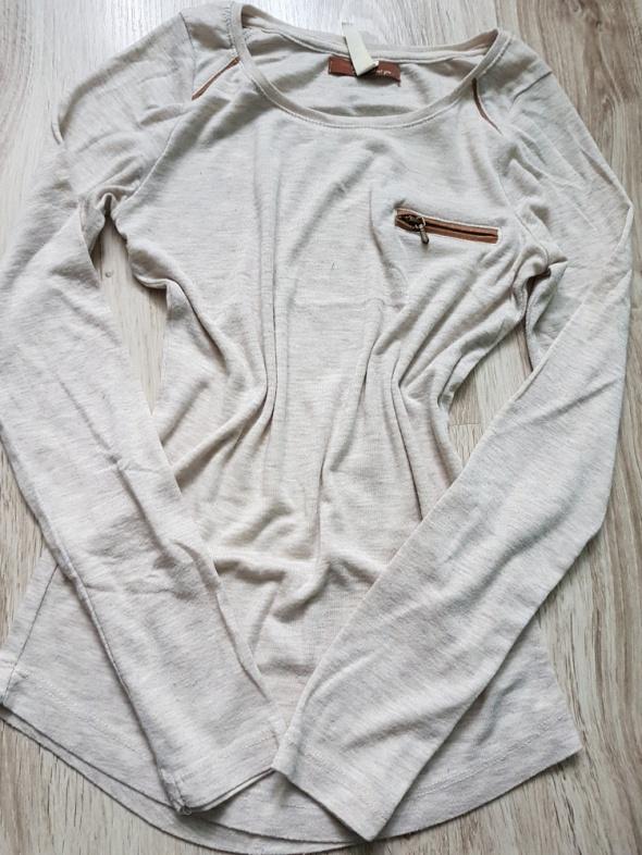 Bluzeczka z kieszonką Bershka XS...
