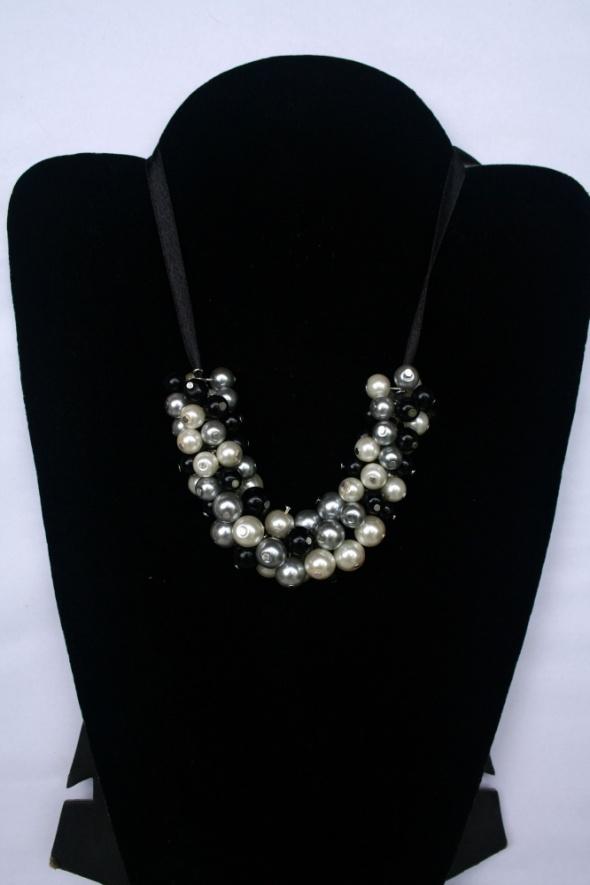Naszyjniki Naszyjnik klasyczne perły na wstążeczce