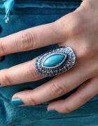 pierścionek z turkusowym oczkiem...