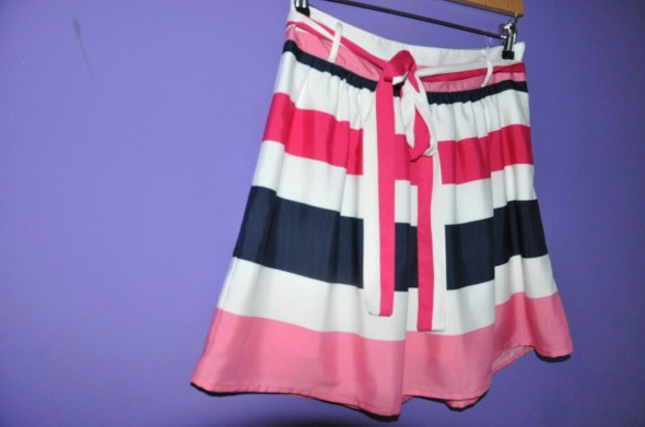 Spódnice spódnica w pasy camayeu