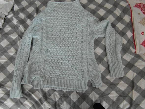 błękitny sweterek...