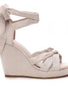 Nowe beżowe sandały na koturnie rozmiar 39