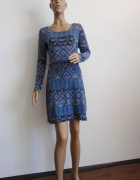 świetna sukienka w odcieniach błękitu wzór boho
