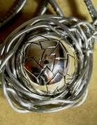 Srebrna kula w drucie wisior metaloplastyka