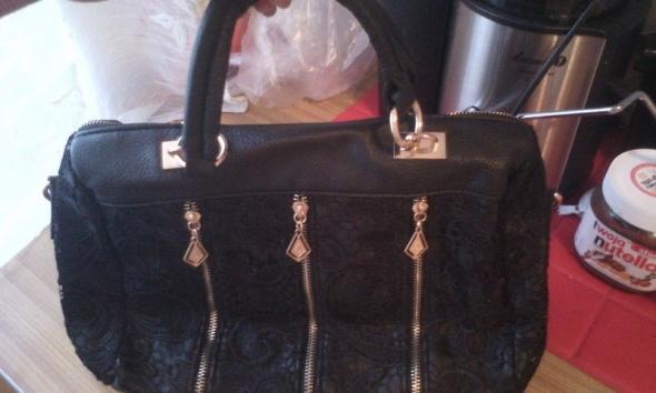 Koronkowa czarna torebka