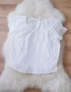 biała zwiewna bluzka z haftem w stylu boho
