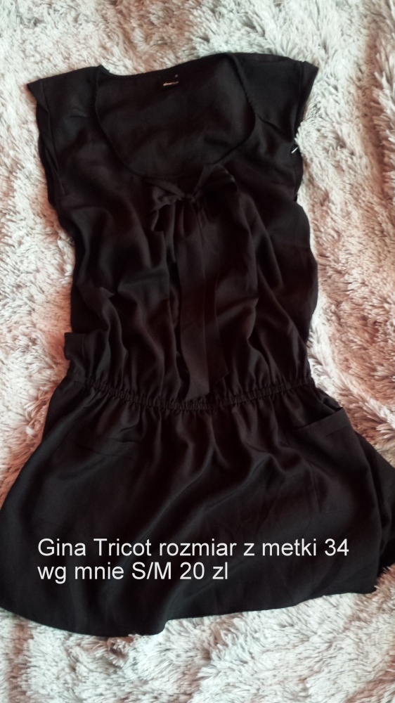 Czarna sukienka Gina Tricot z kokardą...