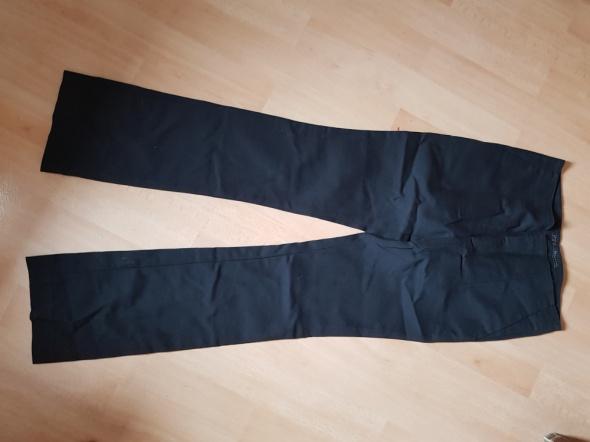 Czarne eleganckie spodnie Zara...