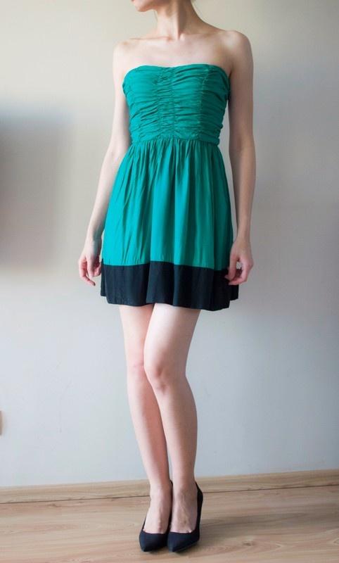 Krótka turkusowa sukienka z marszczoną górą...