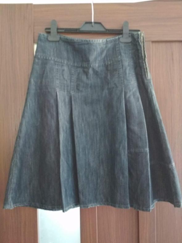 Spódnice Rozkloszowana dżinsowa spódnica midi