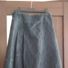Rozkloszowana dżinsowa spódnica midi