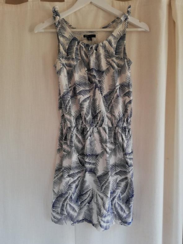 Sukienka z wiazaniem na ramionach