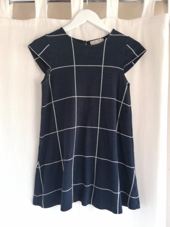 Elegancka krotka sukienka w krate