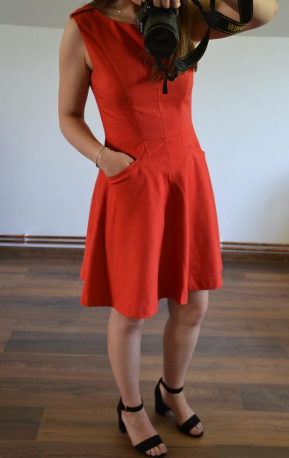 Czerwona rozkloszowana sukienka oasis 38...