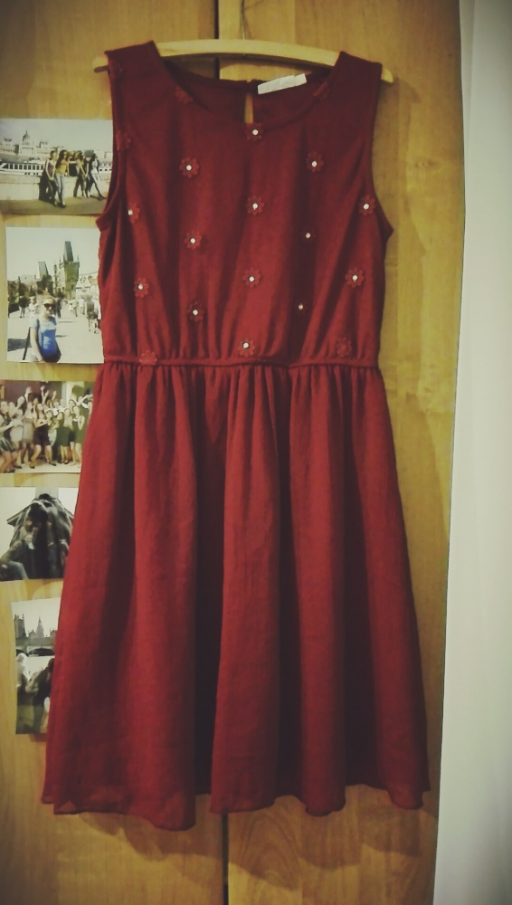 Bordowa sukienka bez rękawa kwiatki cekiny...