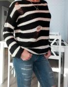 Sweter w poziome paski