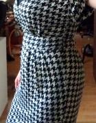 Elegancka do pracy sukienka w pepitkę czarno biała Mango M do k...