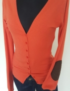 pomaranczowy sweter na guziki