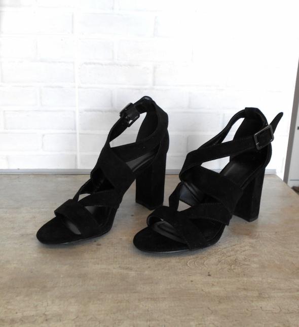 New Look nowe czarne sandały na obcasie paski...