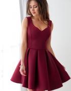 rozkloszowana bordowa sukienka vubu