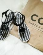 czarne sandały lakierowane japonki...