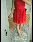 Sukienka czerwona koronkowa Sinsay w