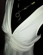 Subtelna zmysłowa biała sukienka