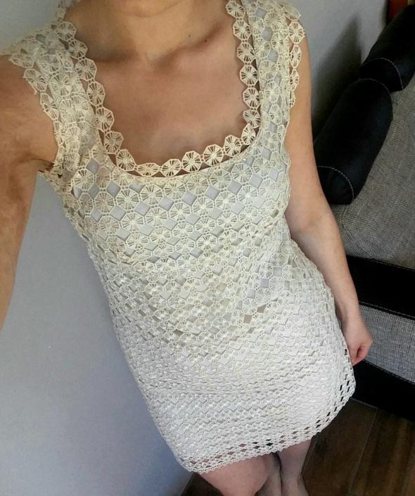 Elegancka beżowa sukienka 38...