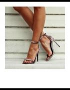 Aksamitne sandalki szpilki...