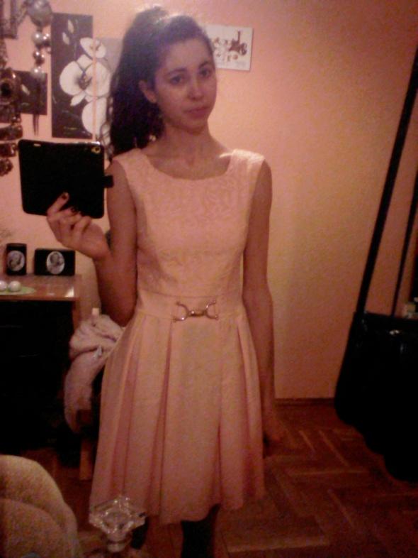 Wyjściowa sukienka